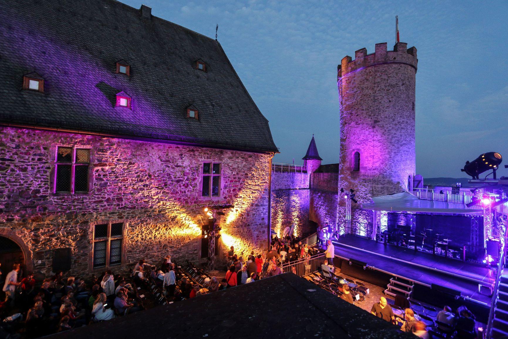 2020-07-03_5eff1cf4c4deb_Schlossfestspiele_Biedenkopf_Benedikt_Bernshausen